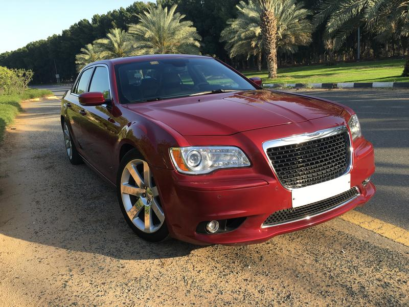 dubizzle dubai 300m 300c 2012 chrysler 300 srt8 gcc. Black Bedroom Furniture Sets. Home Design Ideas