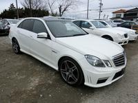 MERCESDES BENZ E63 AMG  with panaro...