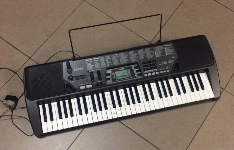 Casio keyboard CTK700 + stand + AC adaptor
