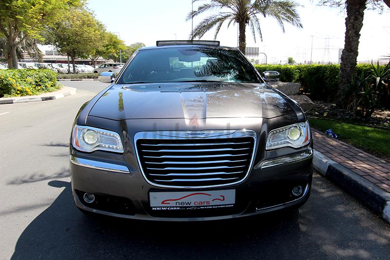 300m 300c gcc chrysler 300c 2014 zero down payment 1240aed monthly 1. Black Bedroom Furniture Sets. Home Design Ideas