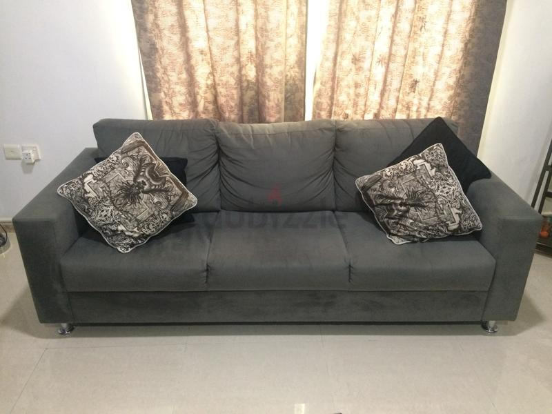 Home R Us Sofa On Aed 600