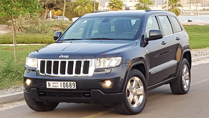 JEEP GRAND CHEROKEE 2013 . GCC SPECS. DIRECT OWNER. 100% FREE ACCIDENT.  AMAZING LOOK(( JEEP F.S.H ))