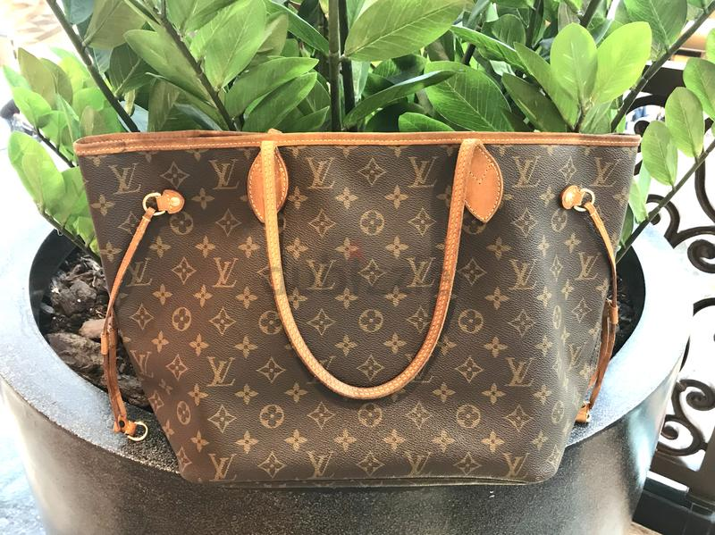 519bd3ea074d Reserved    Authentic Louis Vuitton Neverfull MM in Monogram - AED 2