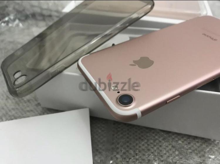A 256GB IPhone 7 with Box and all accessories plus Protecor